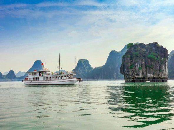 Halong bay day boat