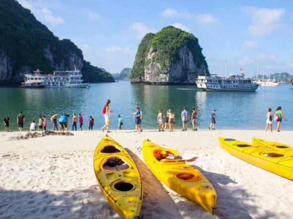 3 Days Halong bay tour Bai Tu Long area