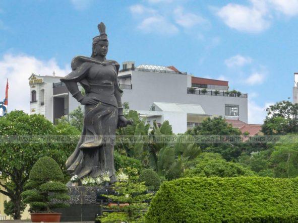 Le chan statue Hai Phong