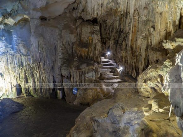Narrow lane to Main area Sung Sot cave