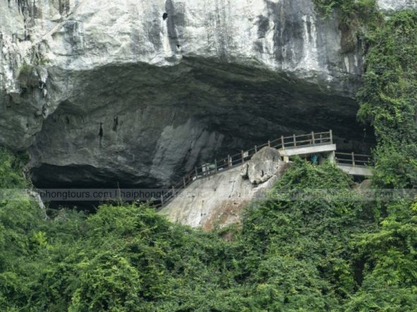 way out of Sung Sot cave