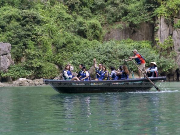 Bamboo boat ride in Luon cave