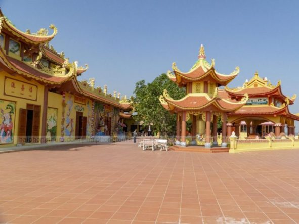 Exterior of Ba De temple