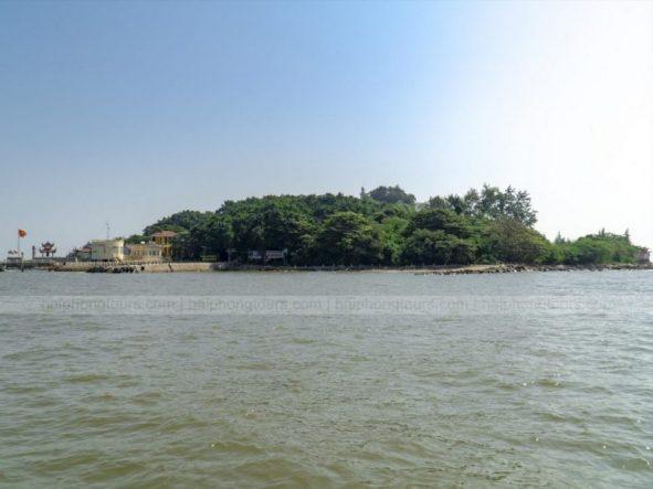 Hon Dau island overview