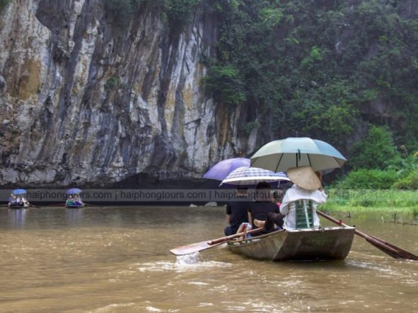 Row with legs Tam Coc Ninh Binh