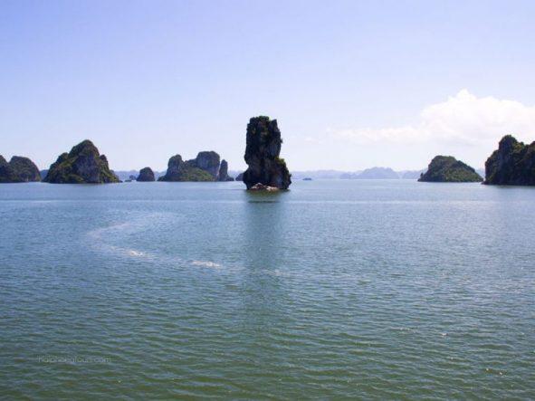 Bai Tu Long bay landscape