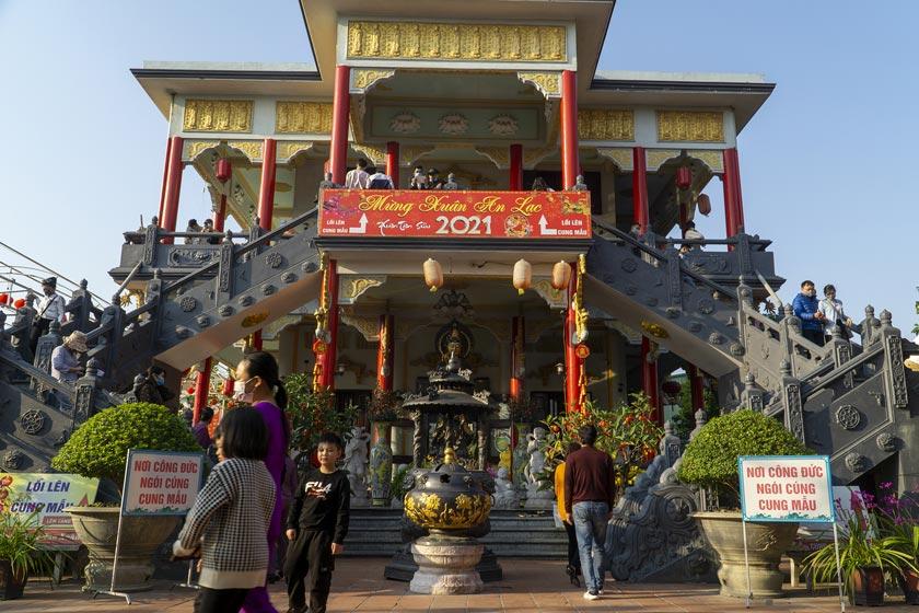 Cung Mau at Cao Linh pagoda Haiphong