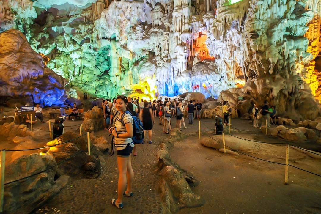 Main area of Thien Cung cave