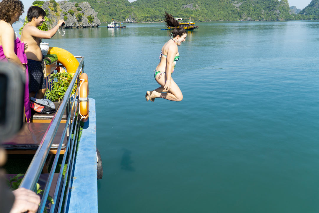 Jump in water on Lan Ha bay