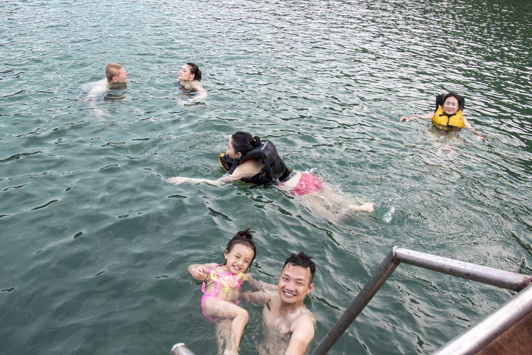 Swim in crystal water - Hai Phong Lan Ha bay 3 days